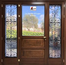 porta finestra in legno con ferro battut