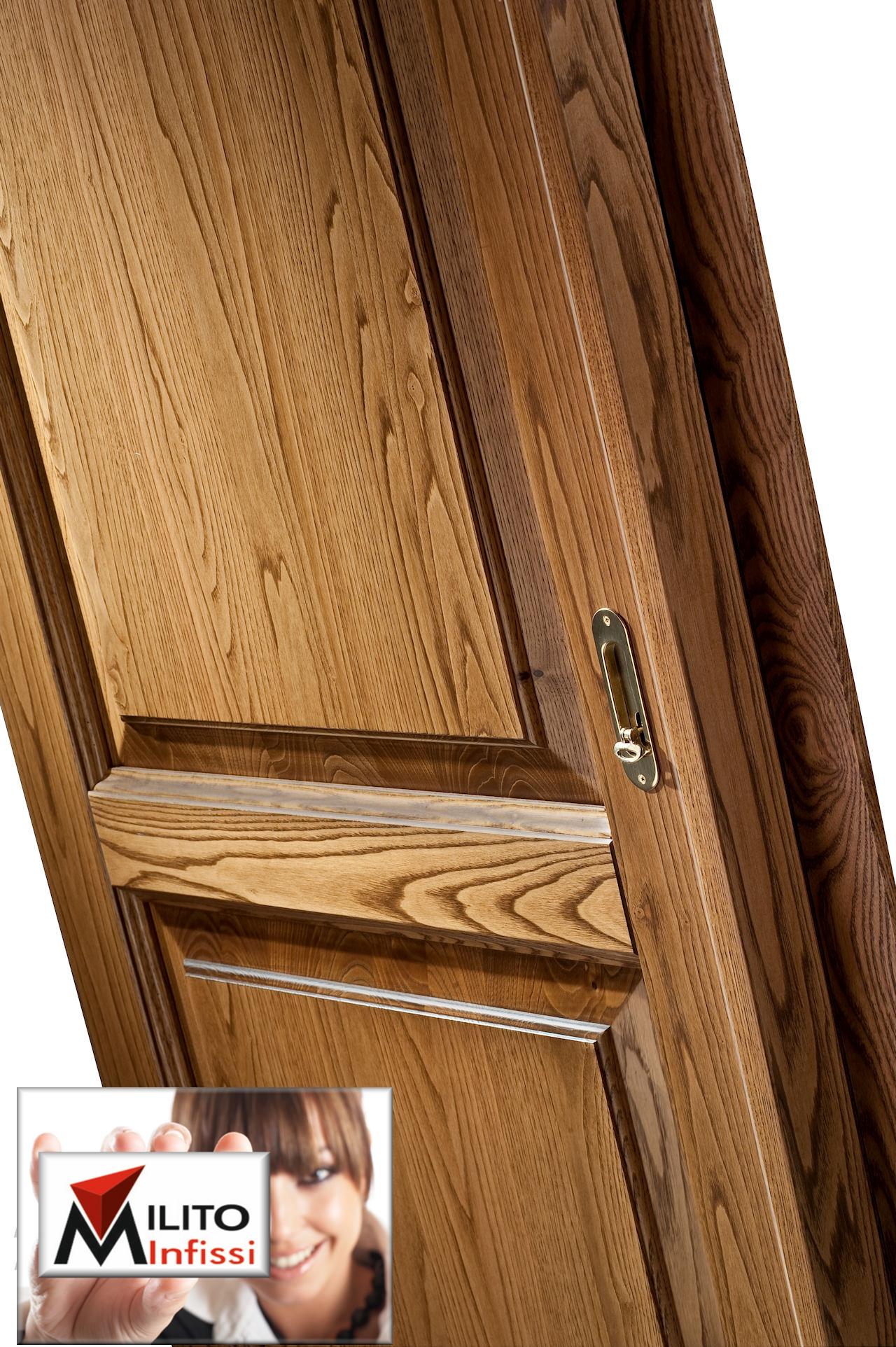 particolare porta interna legno