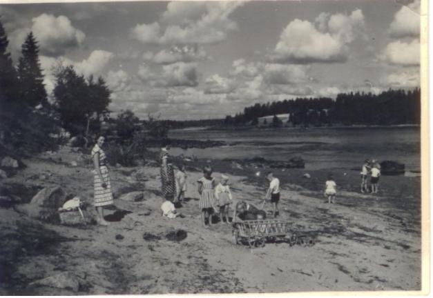 badande-barn-vid-bonninniemi-1953.jpg