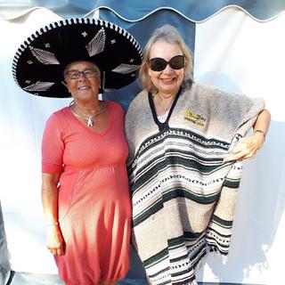 Anki-och-Lili-Kajsa-försöker-se-mexika