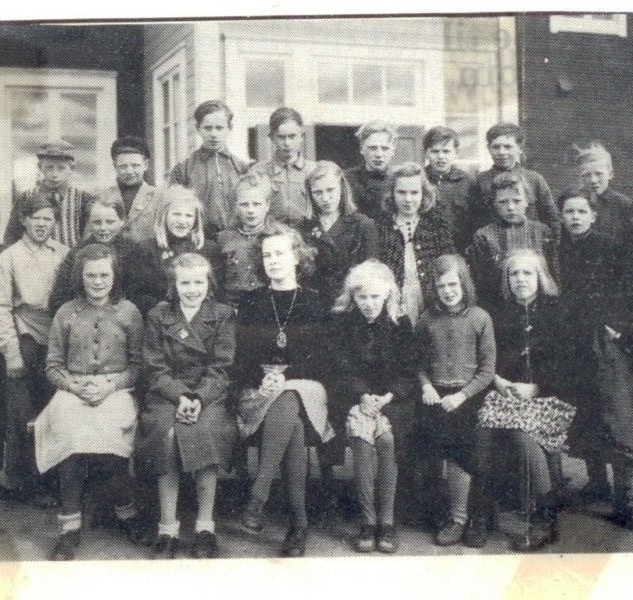 skolklass-1946-kardis.jpg