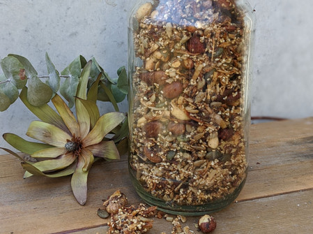 Homemade Paleo Granola (Gluten Free/No Refined Sugar)