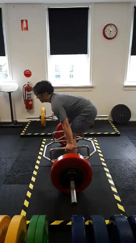Should you bounce or reset the bar on a deadlift?