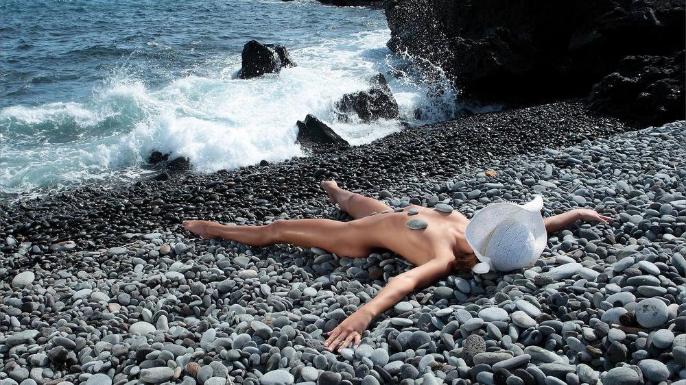 который раз люди на диких пляжах это так