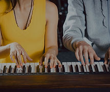 couple taking online piano classes