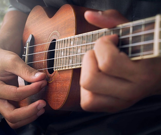 playing ukulele online classes