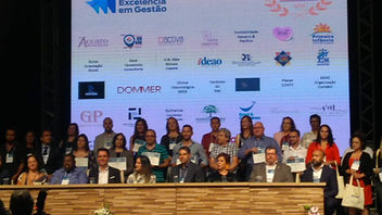 Hercules Geradores sendo reconhecida no Prêmio Santo André Excelência em Gestão.