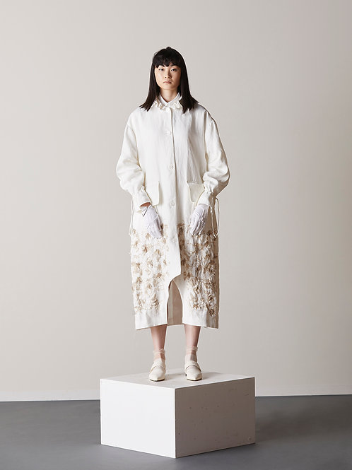 Oversized gold-thread embroidered coat