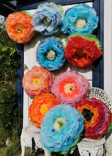 Large crepe-paper flowers - August 2019