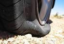 Cosa fare e non fare se si fora un pneumatico