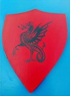 Dragon ailé noir fond rouge