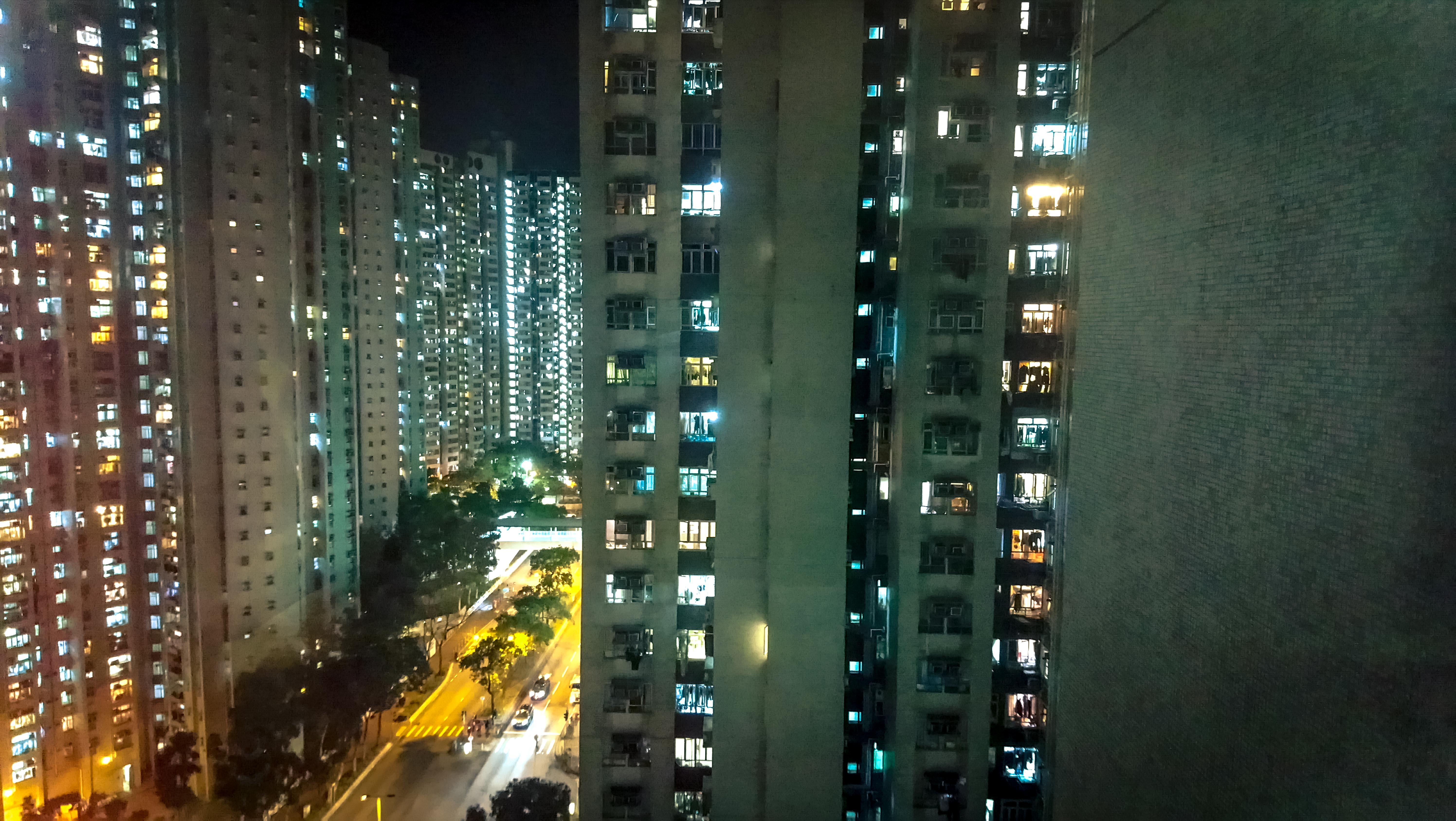 梁康銘_瘟疫蔓延時,萬家燈火照亮香港,人們努力地生活