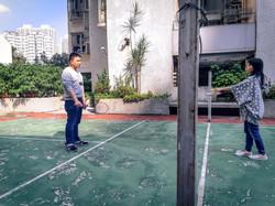 吳海悠_疫情中的家庭活動 我的爸爸媽媽正在打羽毛球