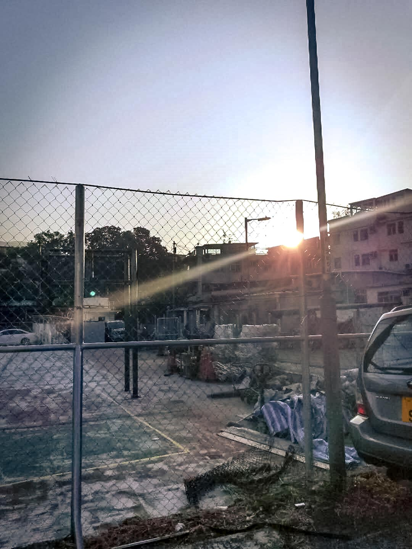 鄧凱錞_舊墟的籃球場