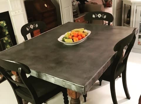 Extending table with zinc top