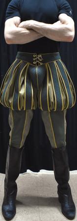 Pumpkin Pants Detail Front