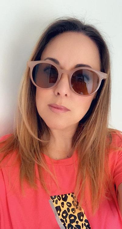 Beige frame sunglasses