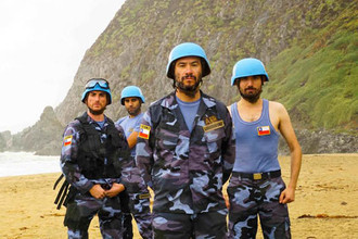 """""""Casco Azul"""": Irónica visión sobre las misiones de paz en Haití"""