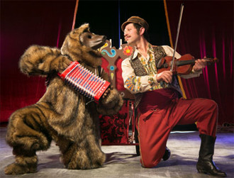 Ursaris, el último encantador de osos