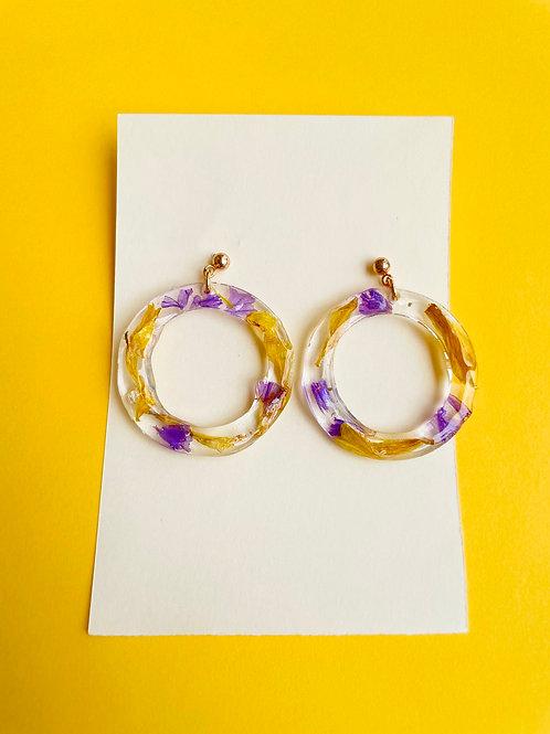 Orecchini con fresia e violette - disponibile con montatura in argento 925