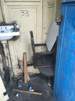 Sink, stool and a lot of stoor