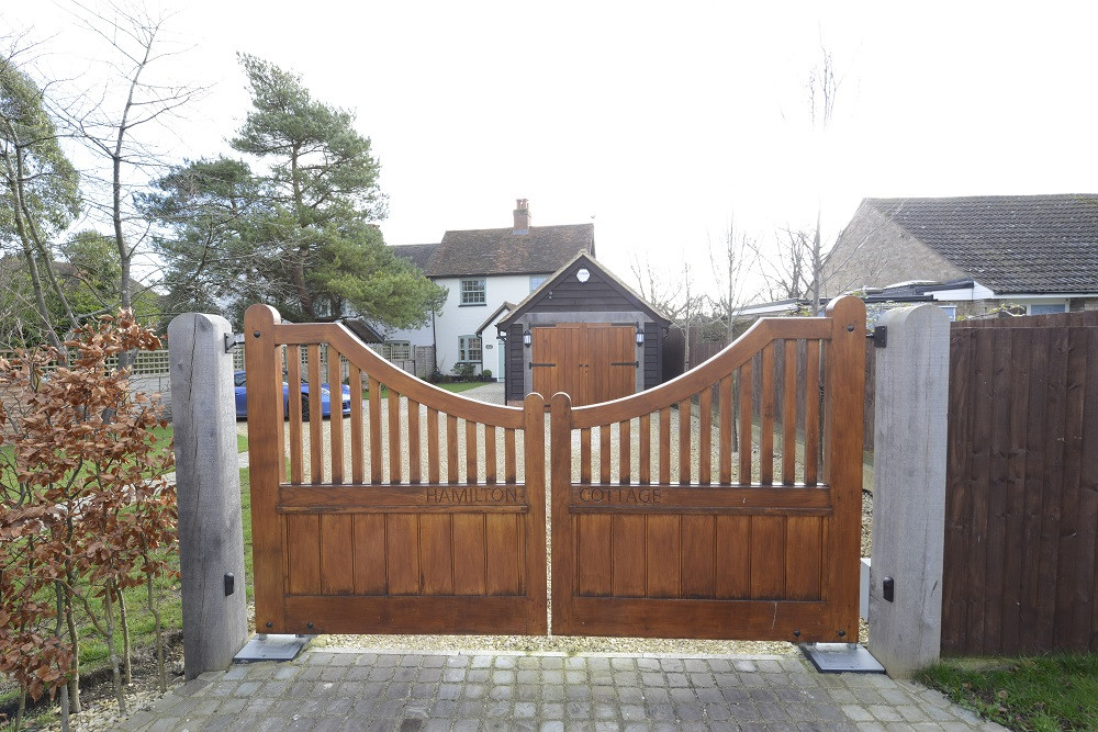 1Hamilton_Cottage_Gates.jpg