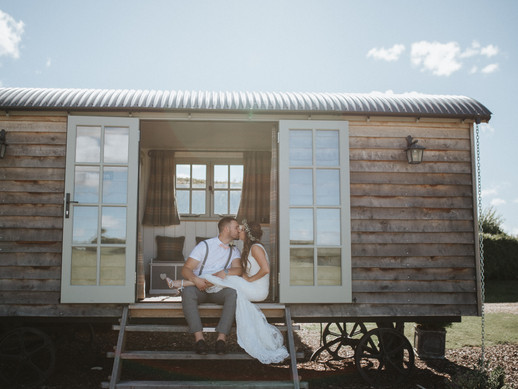 The Best Barn Wedding Venues in Wiltshire// Wiltshire Wedding Photographer