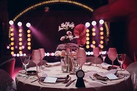 romantic-dinner-pink-decor-table-restaur
