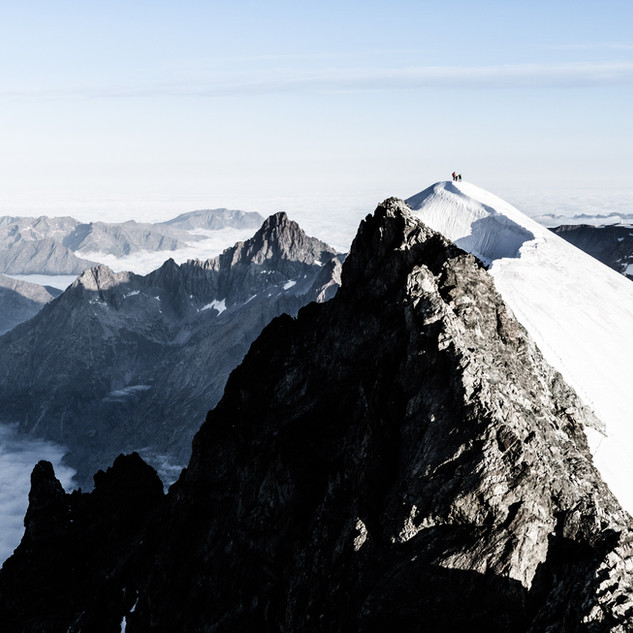 Alpinists on the top of Dôme des Ecrins (4015m)