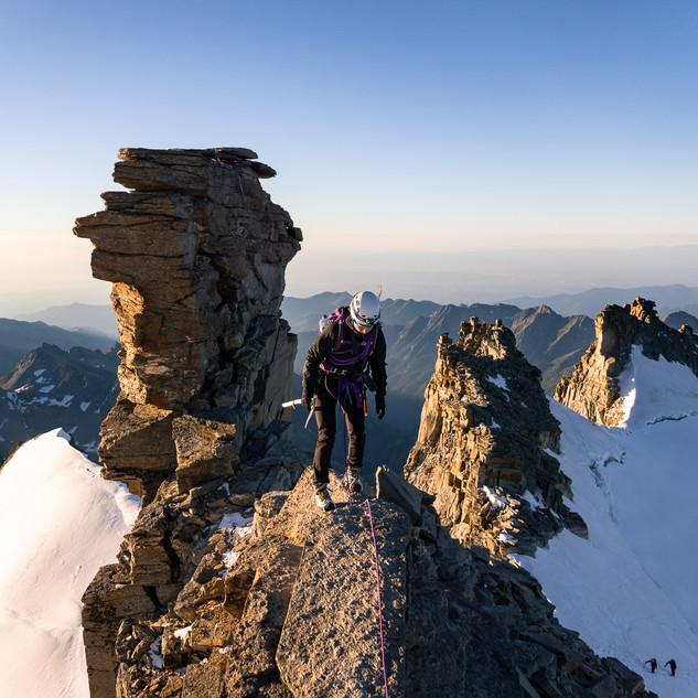 Hélène on the ridge of Grand Paradis (4061m)