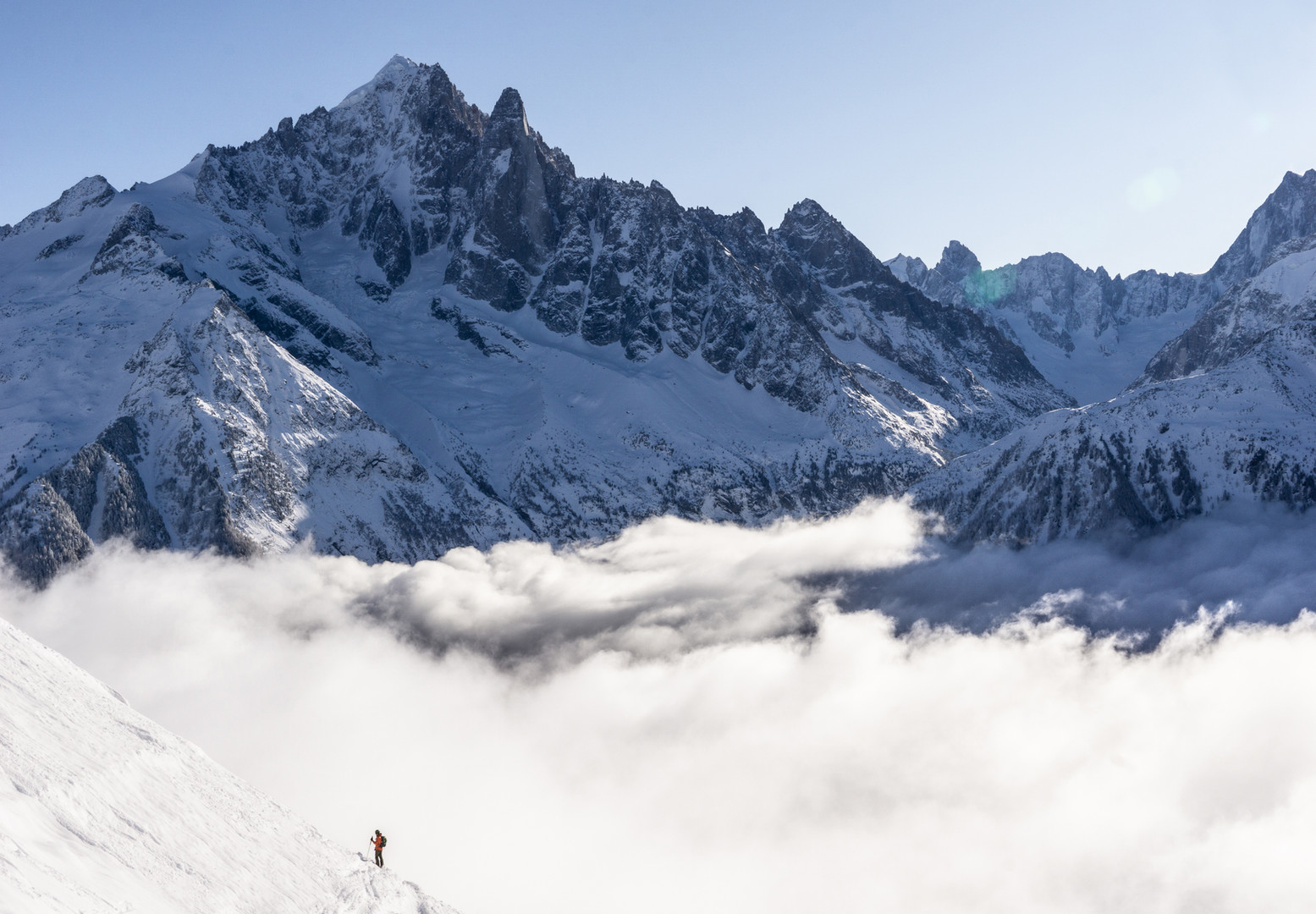 Xavi skiing above the Clouds