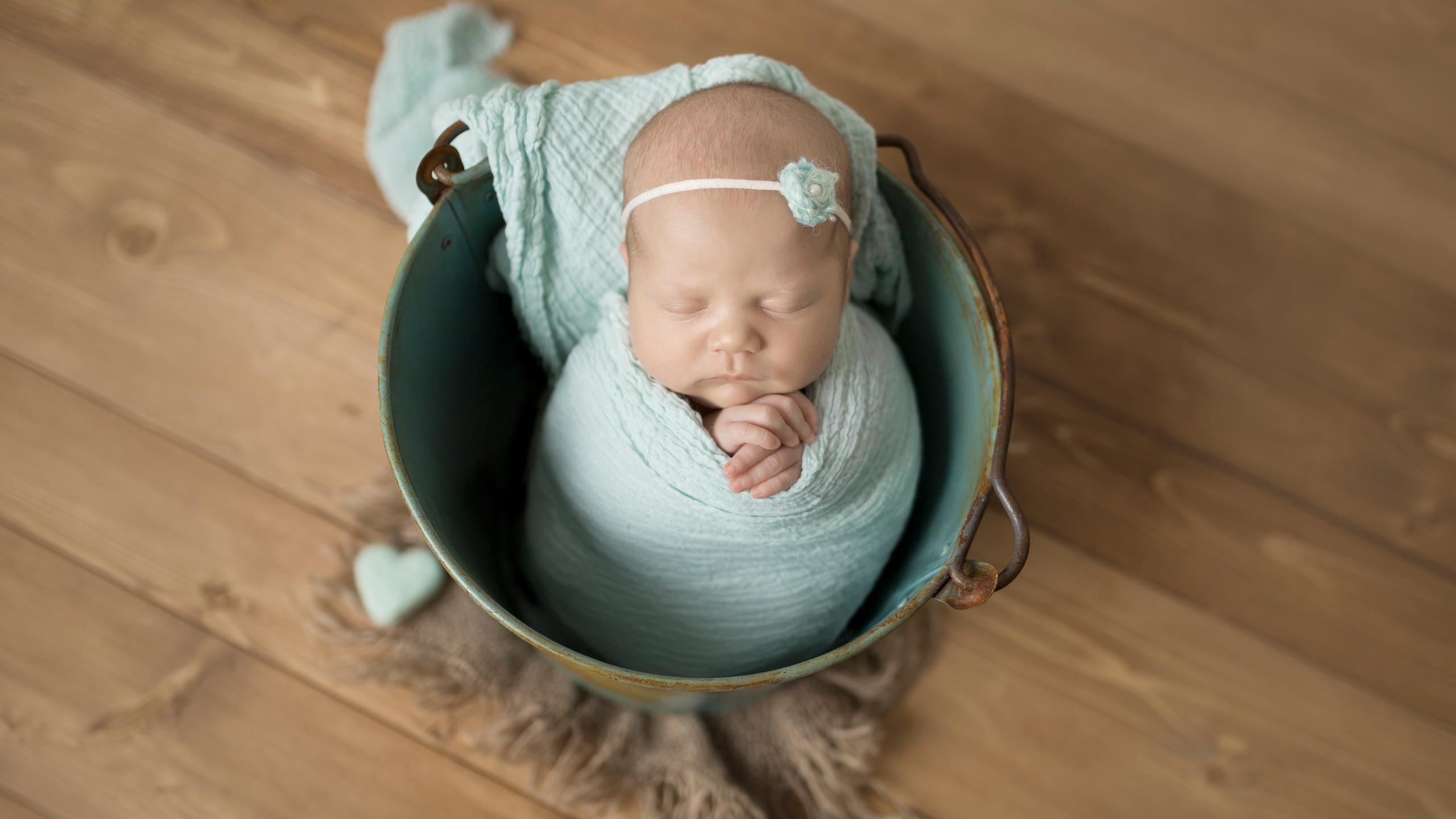 8 day old newborn
