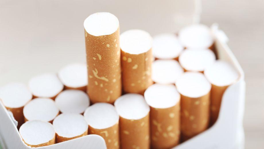 Rokende ambtenaar ten onrechte ontslagen