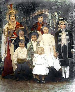 whiteleggfamily1914.jpg