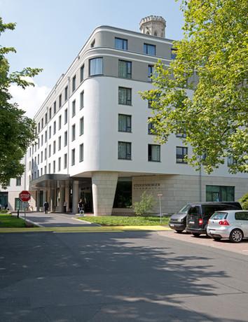 Aussen_Eingang_Ecke_2861_Steigenberger P