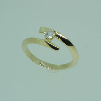 9ct By-Pass Ring
