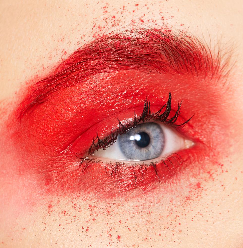 Rote-Augen-Schatten