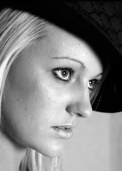 Deanne in hat
