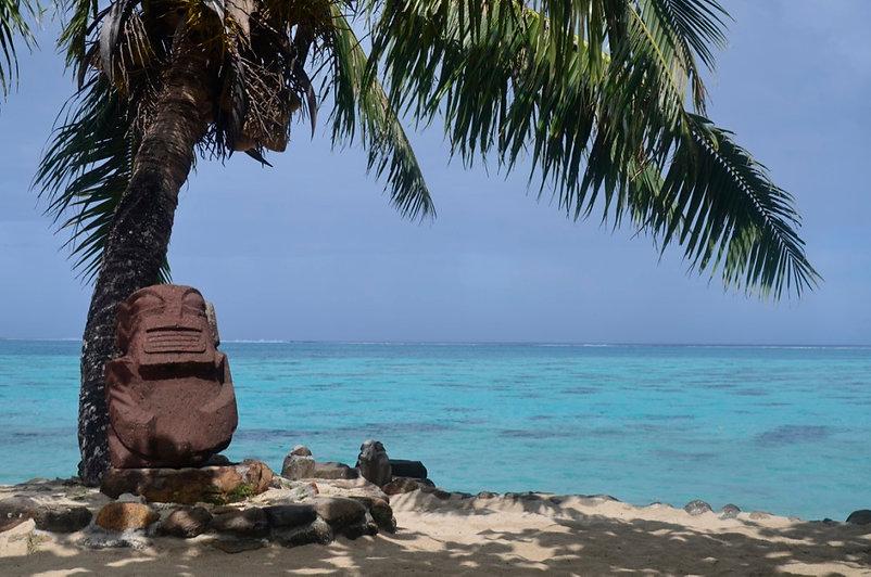 Tiki devant le Lagoon