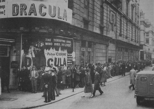 Dracula movie, line around the corner.jp