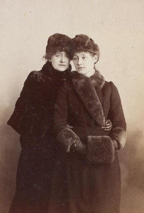 Ellen Terry & Edith Craig.jpg
