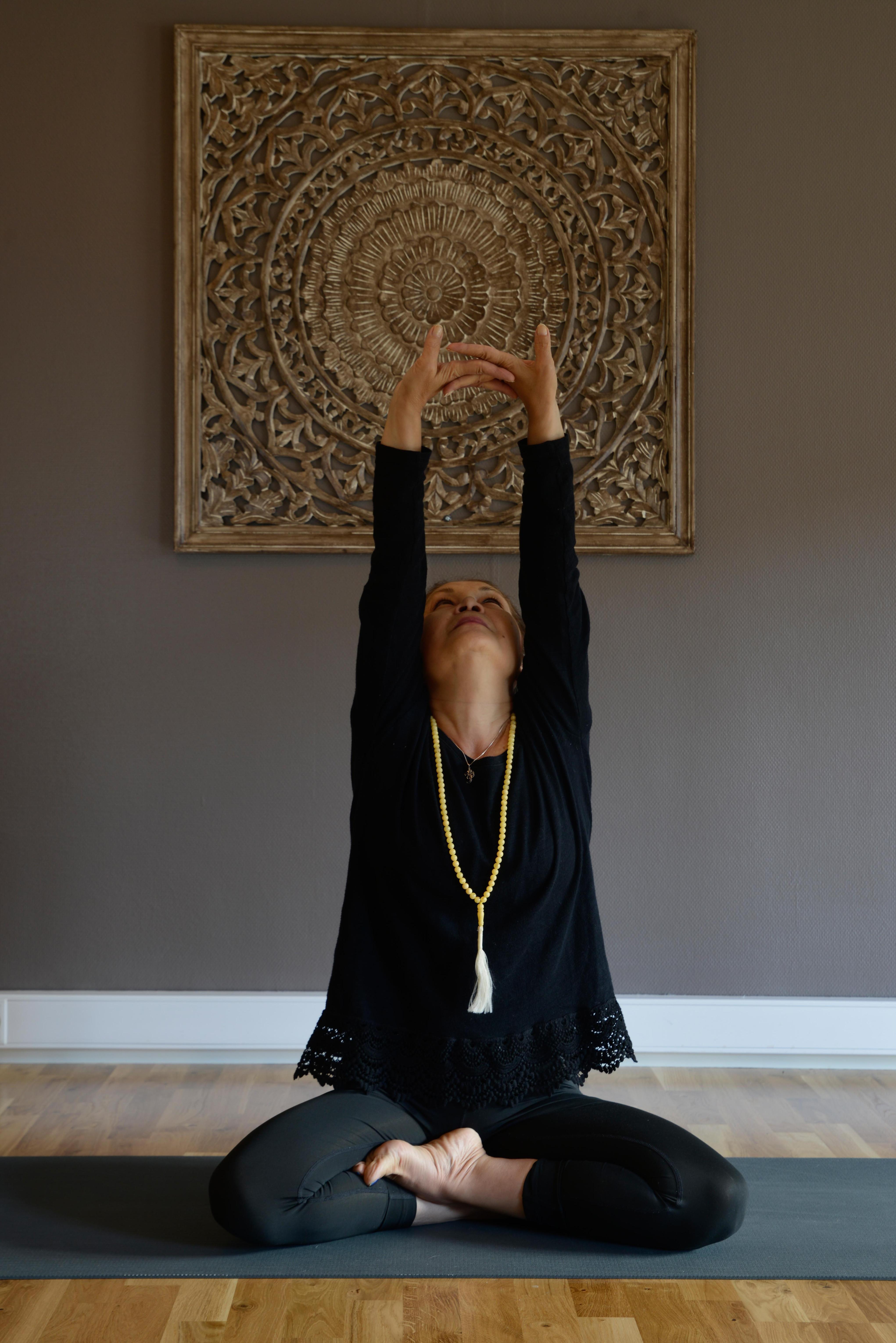 Yoga mot stress 16 uker. Farzaneh