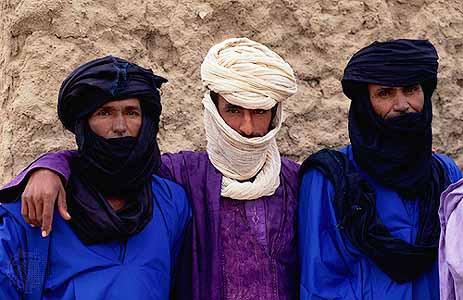 """Tuareg men: Mulatthamin or """"the veiled ones"""""""