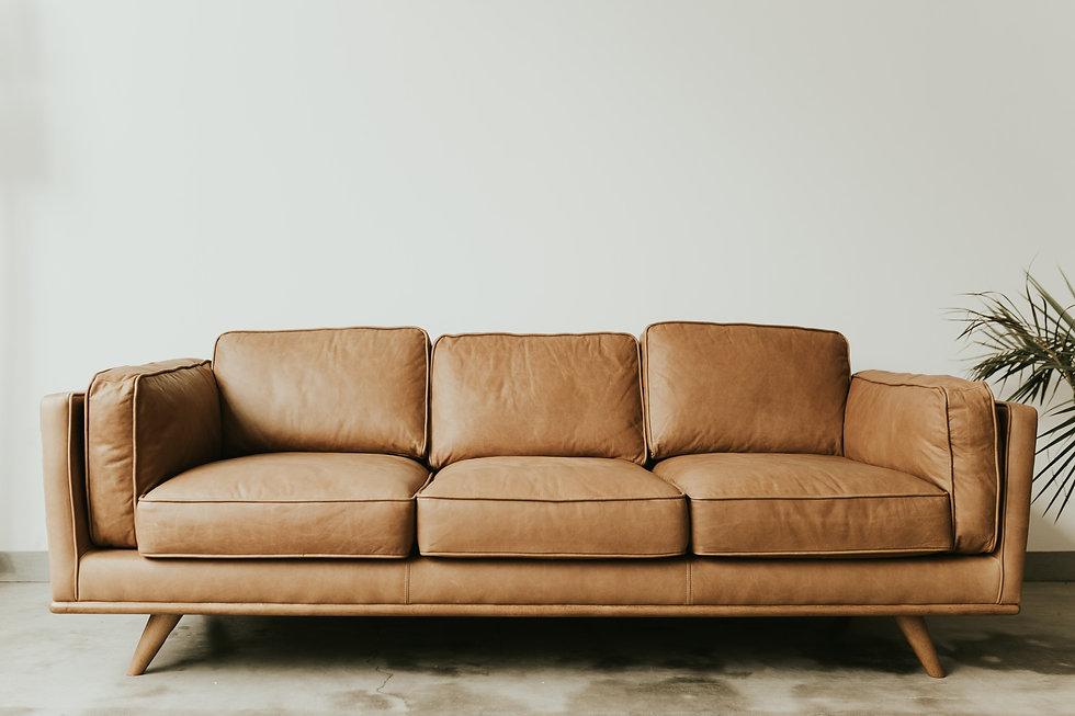 Bild von einem braunen Sofa