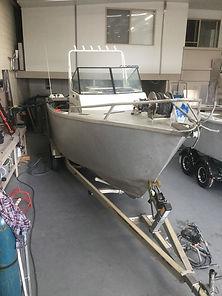 Aluminium boat painting
