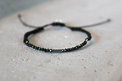 Armband mit schwarz - grauen Perlen