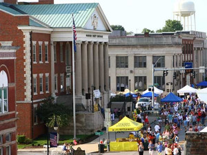 Versailles Downtown Courthouse_edited.jpg