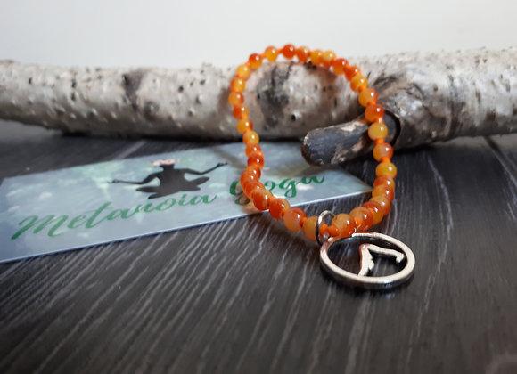Bracelet perlé orangé et Adho Muka Svanasana