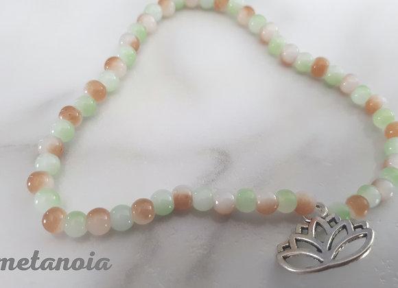 Bracelet perlé lotus argenté