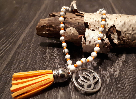 Bracelet perlé lotus et pampille orangée